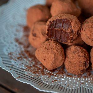 Τρουφάκια Σοκολάτας με 4 Υλικά